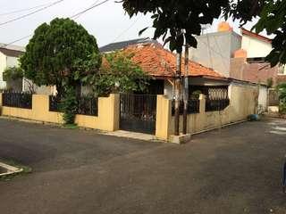 Jual rumah di Jatiwaringin