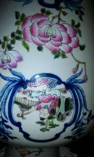 粉彩人物花卉紋瓶