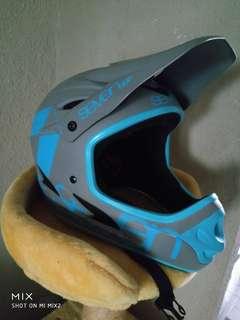 7IDP helmet