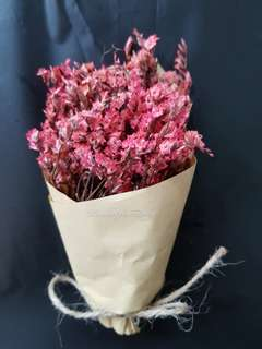 Mini hand bouquet dry flowers red