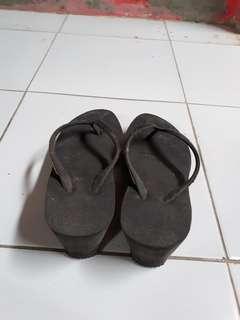 Sandal tinggi hitam