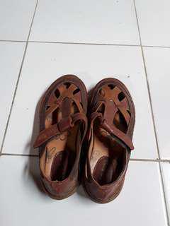 Sepatu coklat cantix