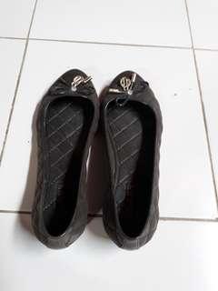 Sepatu hitam no.39