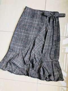 Beautiful brand new checked ruffle skirt
