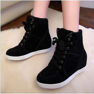 Black wedge shoes (BRANDNEW)