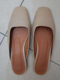 Preloved LOQ mules in nude