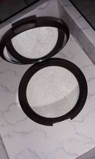 Becca Highlighter in Pearl