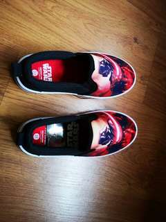 Brand new star war shoes size 31  kids 4 to 7 years old