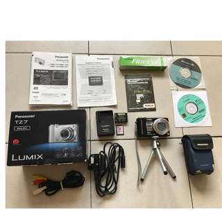 PANASONIC LUMIX TZ7 camera (black) in excellent condition with accessories