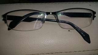 Kacamata minus 1,55
