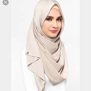 DUCKSCARVES Matte Satin Silk Shawl in Froth