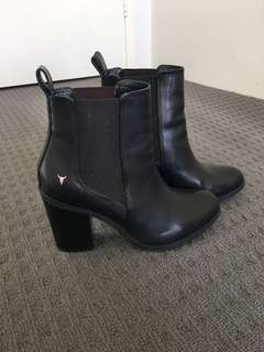 Lille black leather boots