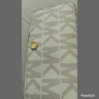 Prelove authentic mk wallet