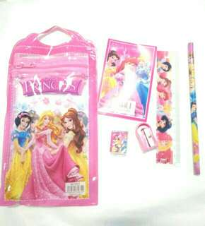 *FREE DELIVERY to WM only / Ready stock* 10sets kids stationery gift set as shown in design/color. Free delivery is applied for this item.