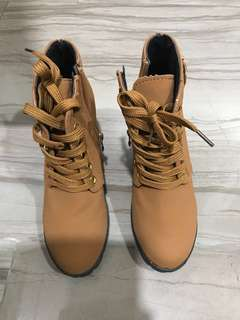Almost brand new heel boots
