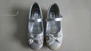 Silver preloved girl shoes