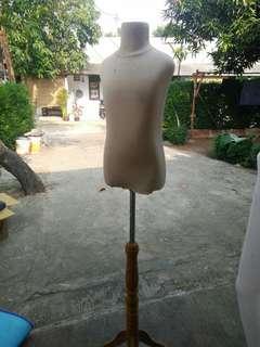 Patung manekin anak setengah badan kaki kayu