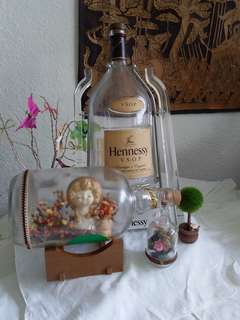 1 big Hennessy wine bottle with attach plastic stand as show n doll in bottle
