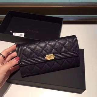 Chanel  Leboy口蓋兩折長款銀包,魚子醬球紋皮  7p輕鬆容納  Size:19cm