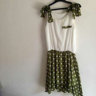Dress hijau polka