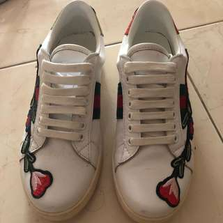 Gucci sneakers premium quality bought in china just worn once only good condition 9/10 !! Sangat selesa 😊