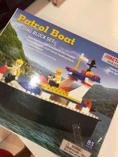 Building block set patrol boat