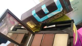 Menow Eyebrow styling compact