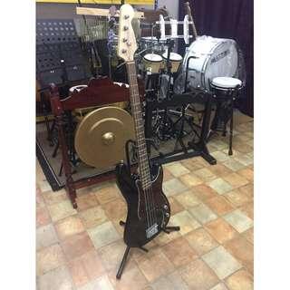 Deviser Bass Guitar (Black)