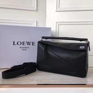 Loewe 羅意威 Puzzle bag 幾何拼圖款,29cm  採用進口西班牙小牛皮🐄可手提可斜背(多種用法)長肩帶可拆卸   型號6976