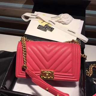 Chanel  香奈兒 Boy小球紋大V格,原廠小牛皮手袋,尺寸:25cm