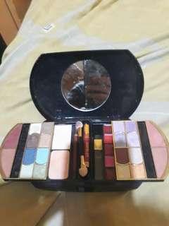 Preloved make up set