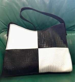 鱷魚皮黑白肩袋 Crocodile Skin Checkered Shouldered Bag