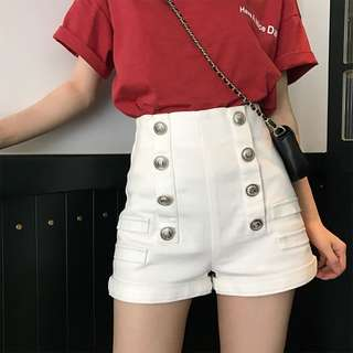 VM 夏季海軍風 白色百搭 氣質時尚直排鈕扣裝飾 高腰A字短褲