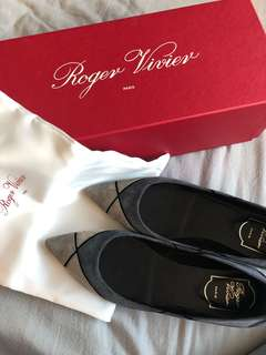 Roger Vivier尖頭猄皮平底鞋