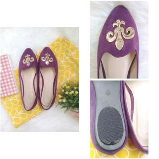 Purple flat shoes