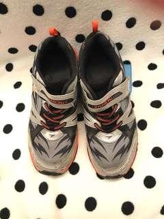 🚚 Syunsoku 童鞋 23.5公分 (銀、橘色)