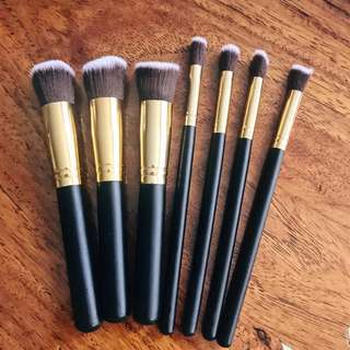 SET: Brush Work Make-up Brushes