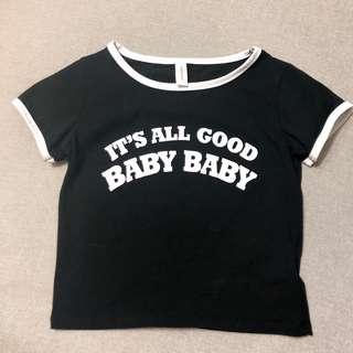 🚚 英文字黑色短版緊身上衣S號。女T-shirt。短袖。