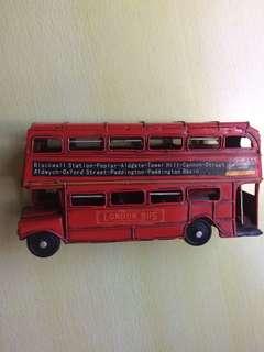 英國經典紅頂雙層巴士