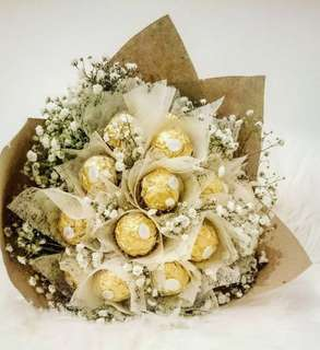Rocher Royal bouquet with baby breathe
