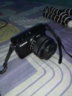 Eos m10 Mirroles Hitam , lensa 15-45mm