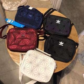 Adidas情侶款斜揹袋