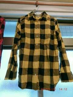 UNIQLO襯衫size XL 七成新 寬大可當遮陽罩衫 商品保存良好 無貨到付款  低價商品 恕不受理退換貨
