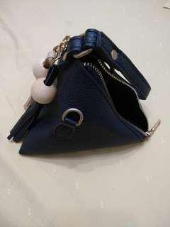 Triangular hand pouch
