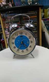 古舊上鍊鬧鐘