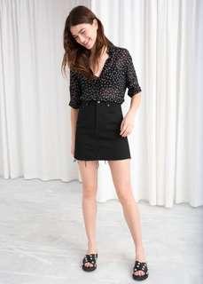& other stories raw edge denim skirt / size 4