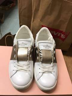 Real valentino sneaker size 36