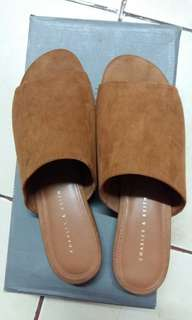 (BNew)Charles and Keith Suade slip on/flats/open toe