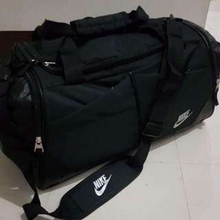 Nike duffle bag / Nike gym bag / Nike black duffle bag