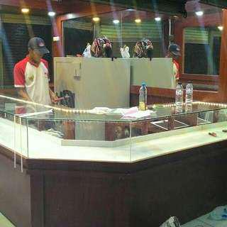 Kitchen set, lemari baju, etalase toko, lemari bawah tangga